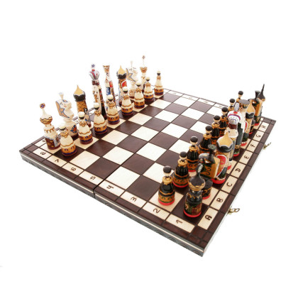 Chess set in wood, hand-painted