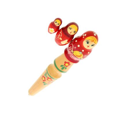 Penna con bambola russa