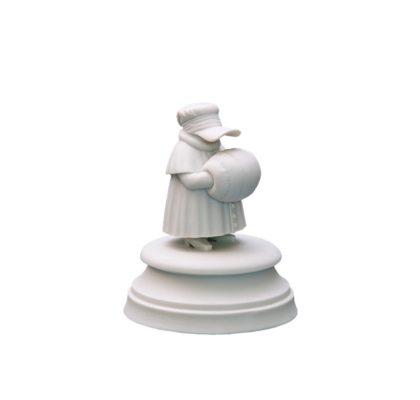 Sculpture Eight guest White bisquite